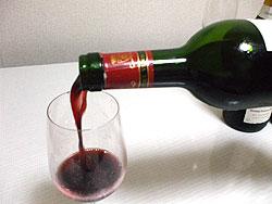 ワイン注ぐイメージ