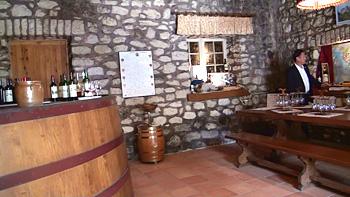 石の壁のテイスティングルーム