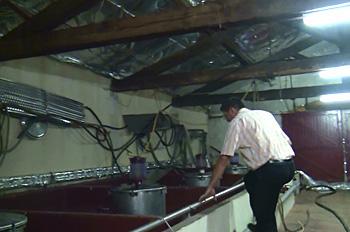 コンクリートの発酵槽も突き抜けています