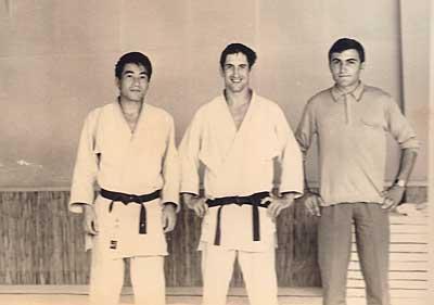ツール市の道場で道場主のジャン・クロード3段らと (1969年8月)