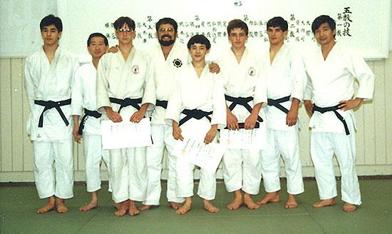 1984年 健(前列中央)初段に昇段!